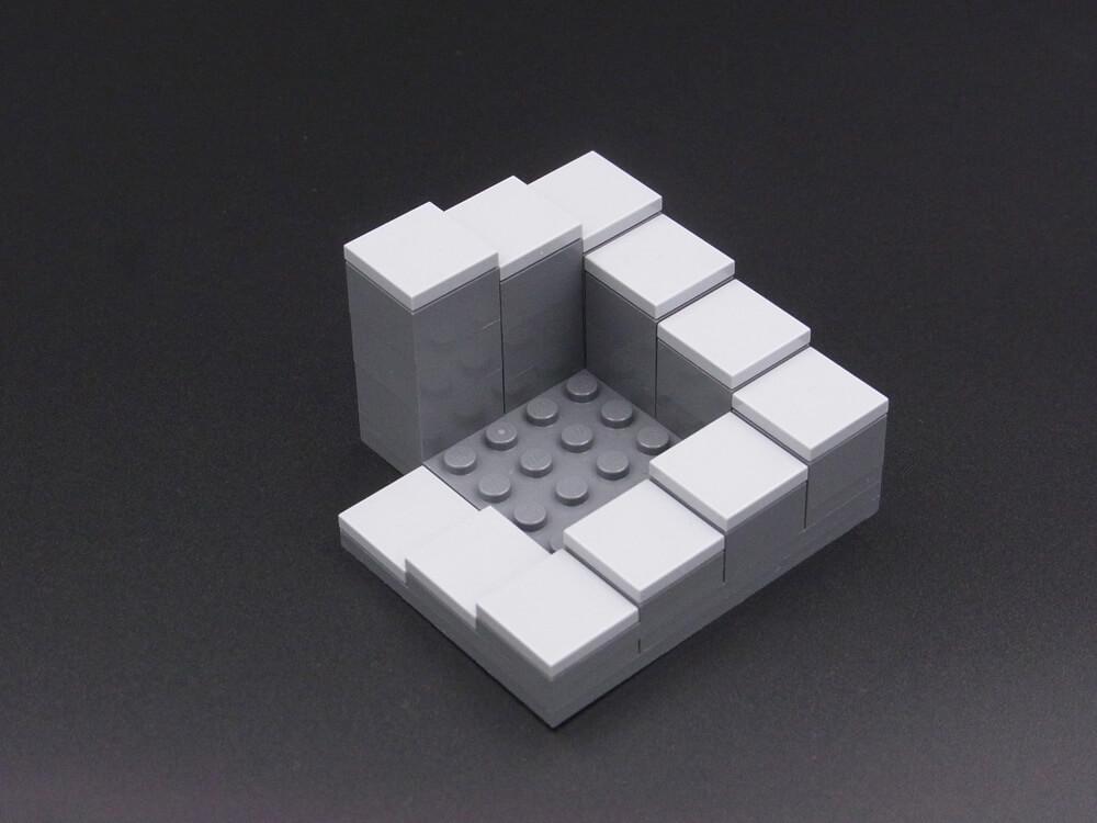 ペンローズの階段のレゴ作品の裏側。実際には直角に曲がるらせん階段です。